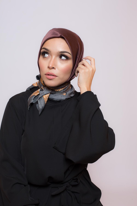 Hijab satiné carré chocolat