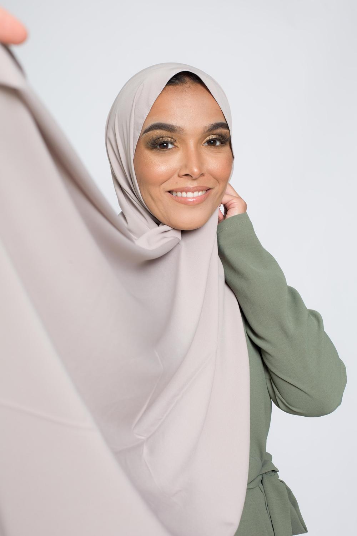 Hijab soie de médine taupe clair
