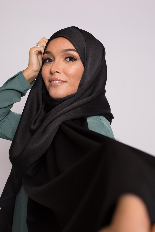 hijab satiné noir