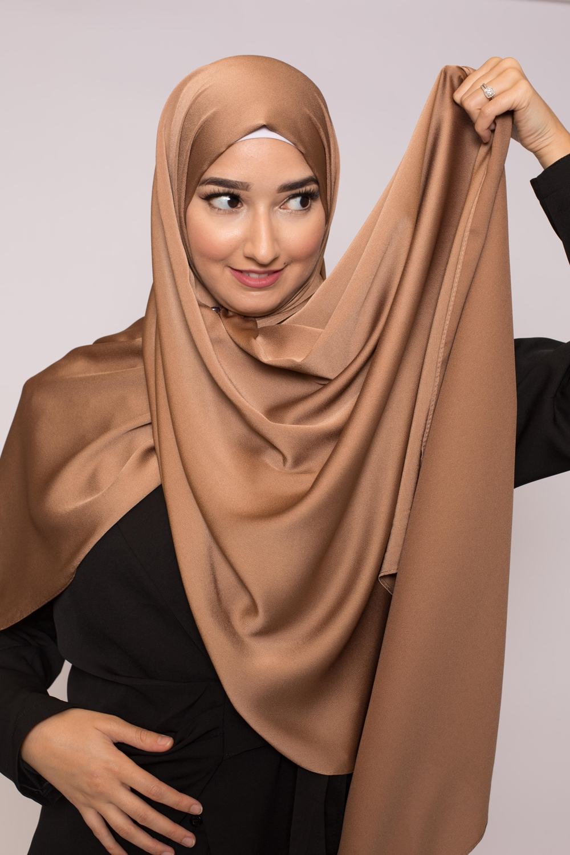 hijab satiné ambre marroné