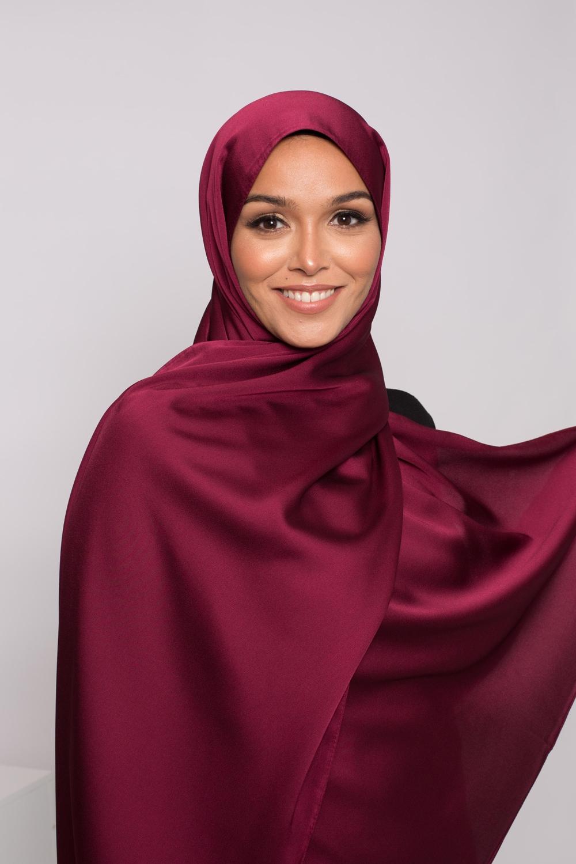 hijab satiné bordeaux