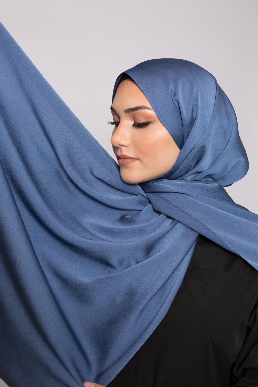 hijab satiné bleu acier