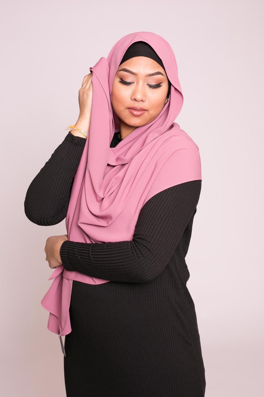 Hijab soie de médine framboise