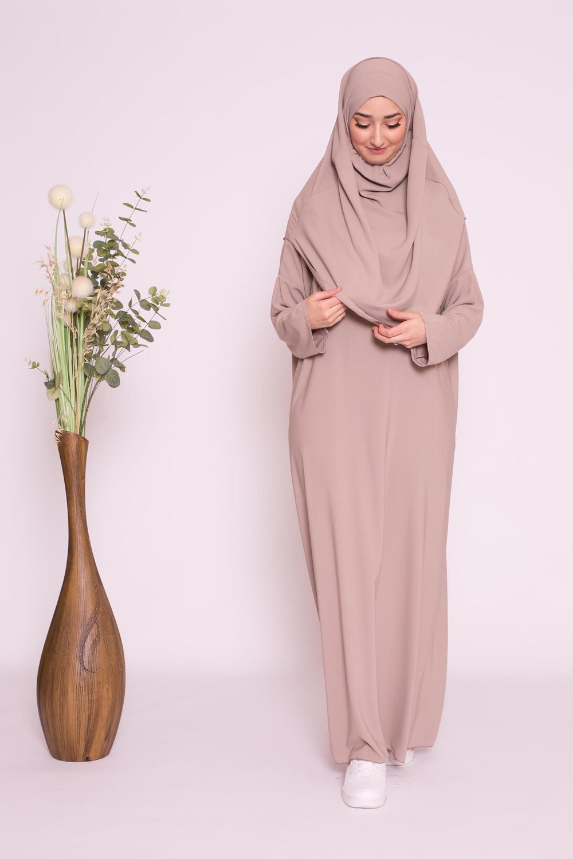 Robe hijab intégré soie de médine taupe clair