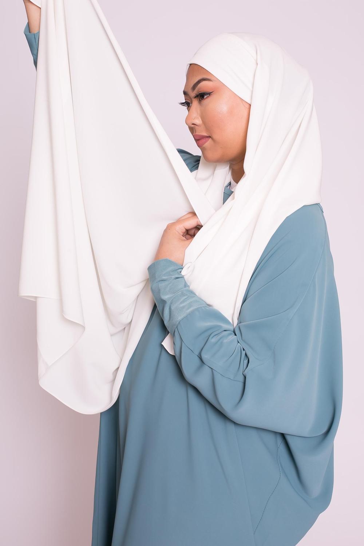 Hijab prêt à nouer soie de médine blanc cassé