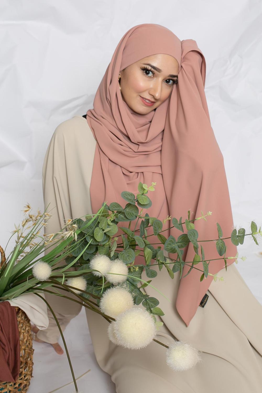 Hijab prêt à nouer soie de médine nude pêche