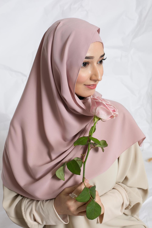 Hijab prêt à nouer soie de médine vieux rose