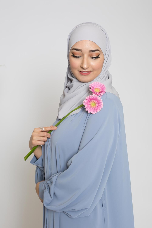 Hijab prêt à nouer soie de médine gris clair