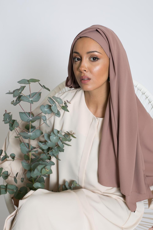 Hijab prêt à nouer soie de médine taupe rosé