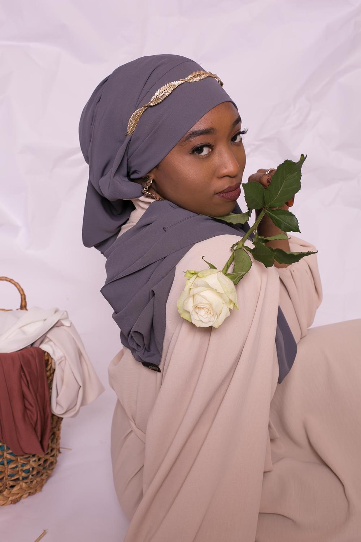 Hijab prêt à nouer soie de médine gris foncé