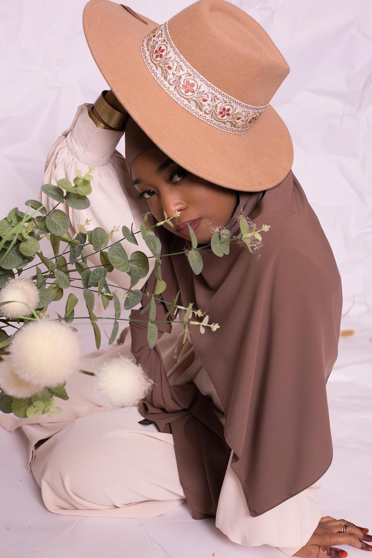 Hijab prêt à nouer soie de médine marroné