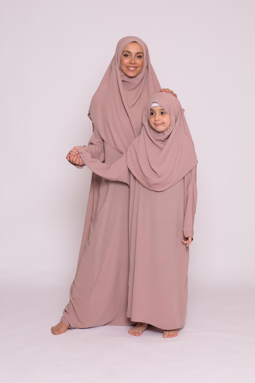 Robe hijab intégré soie de médine taupe rosé