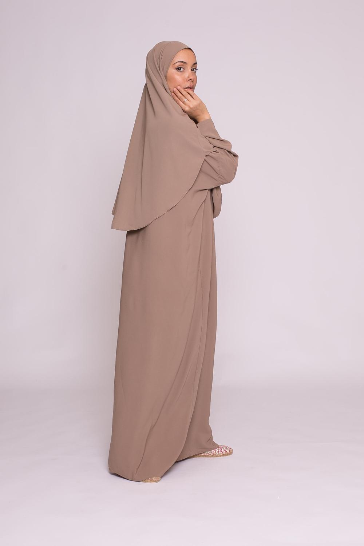 Robe hijab intégré soie de médine taupe