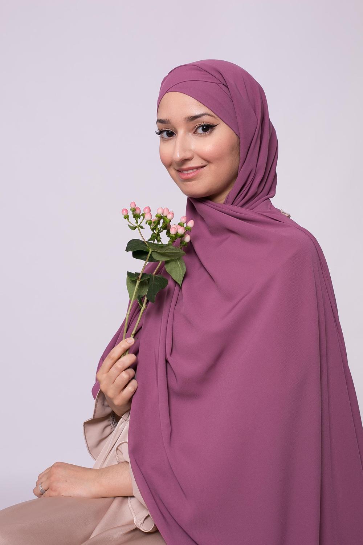 Hijab croisé à nouer soie de médine flushia foncé