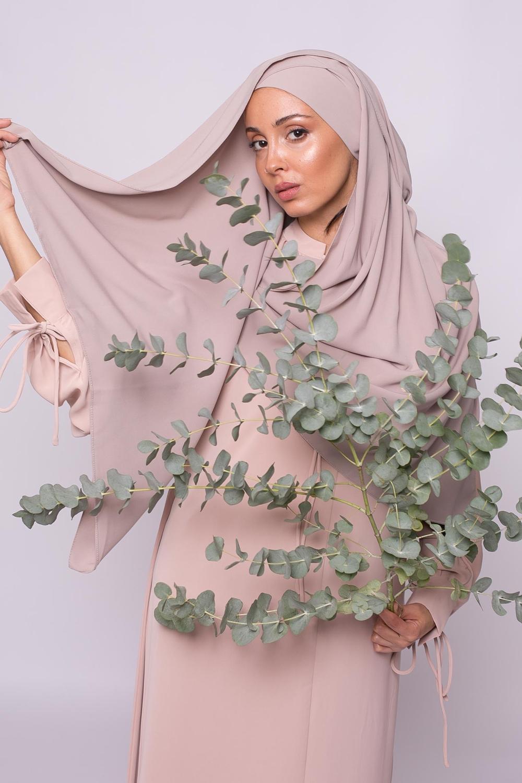 Hijab croisé à nouer soie de médine beige taupe