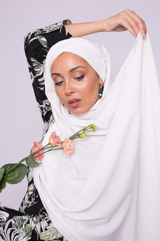 Hijab croisé à nouer soie de médine blanc