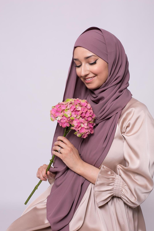 Hijab prêt à nouer soie de médine prune marroné