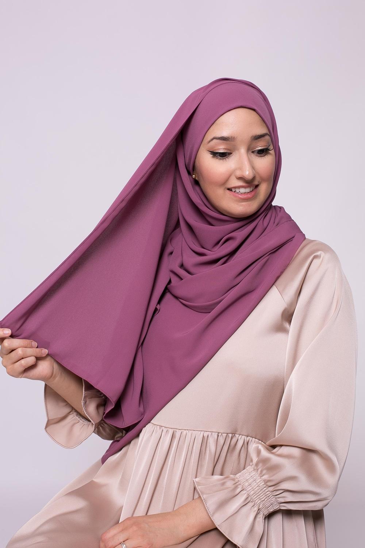 Hijab prêt à nouer soie de médine fushia foncé