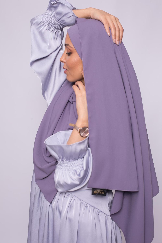 Hijab prêt à nouer soie de médine violet foncé