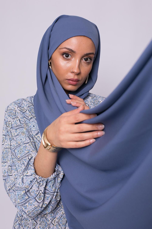 Hijab prêt à nouer soie de médine bleu acier