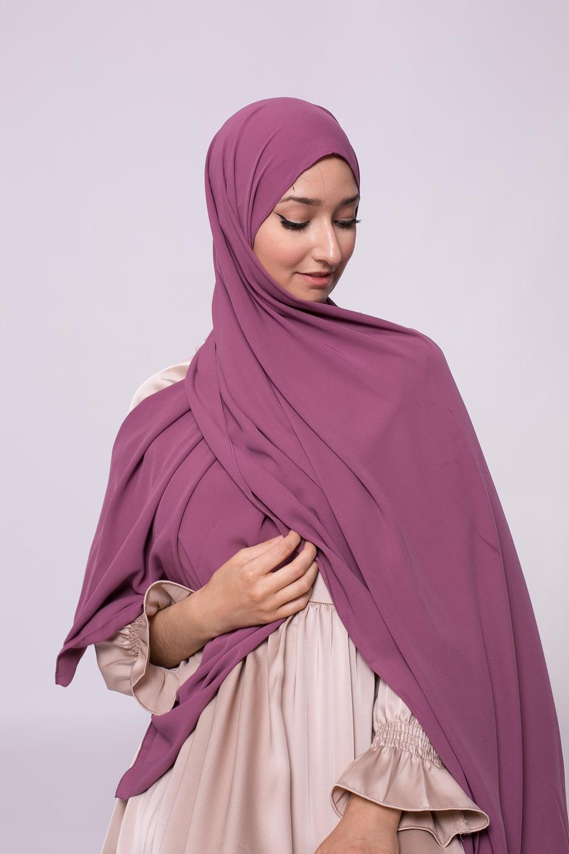 Hijab soie de médine fushia foncé