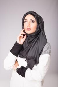 Hijab de soie noir