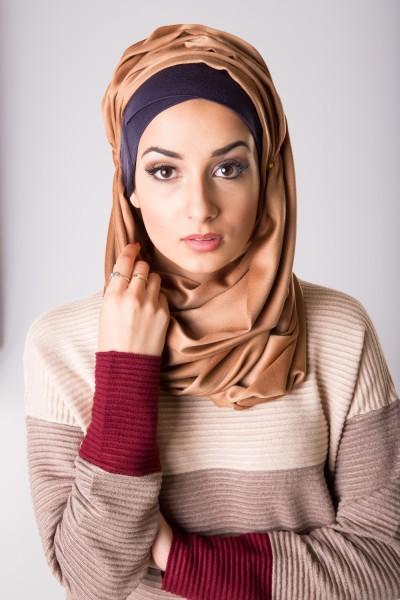 vêtements femme musulmane: Foulard de soie camel