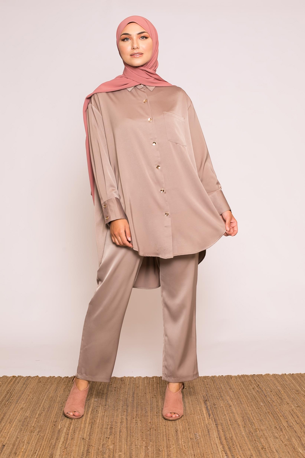chemise luxery satiné taupe