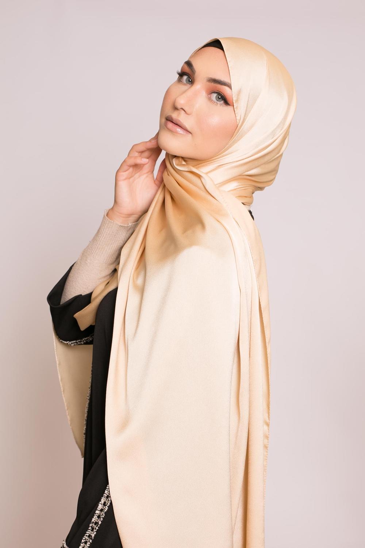 hijab sedef satiné doré
