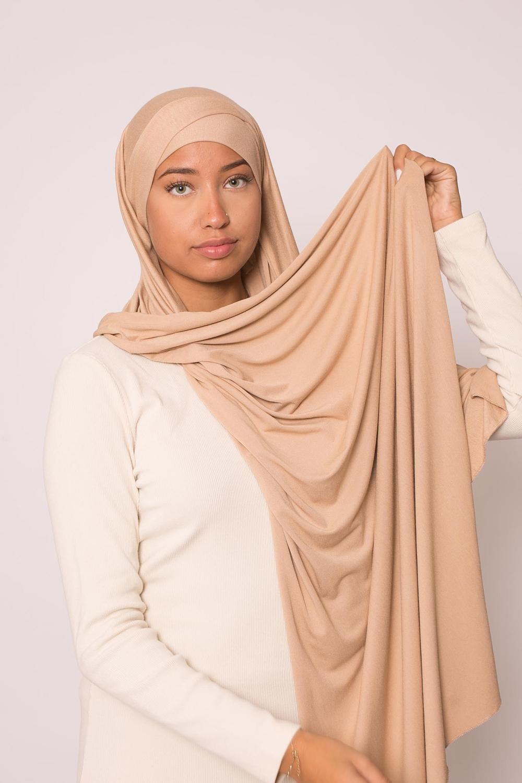 Hijab croisé jersey luxe soft prêt à nouer beige foncé