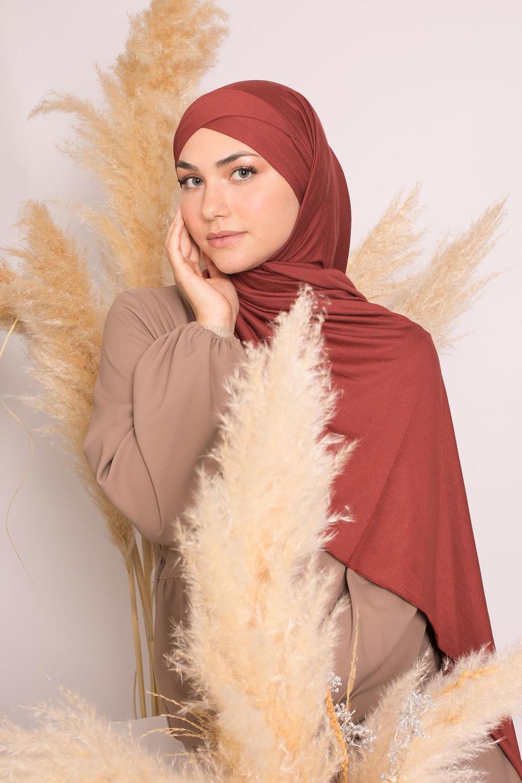 Hijab croisé jersey luxe soft prêt à nouer brique foncé