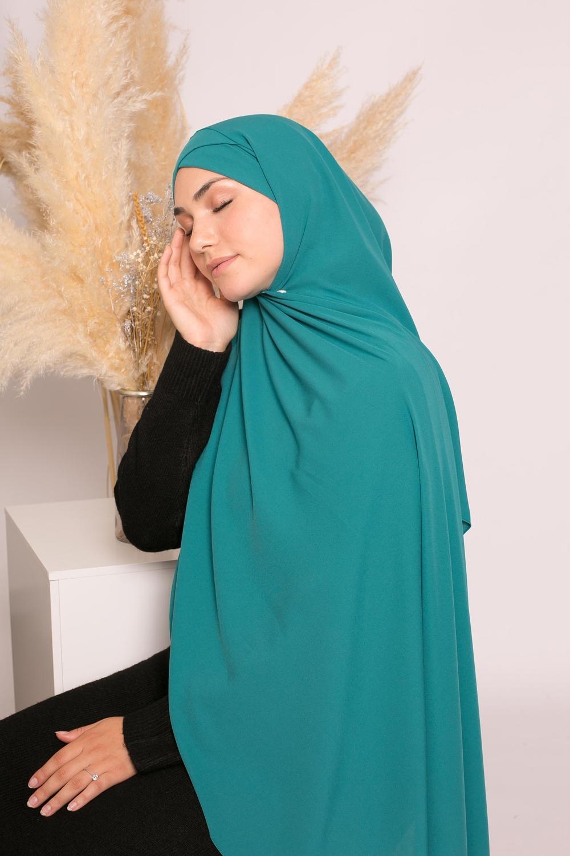 Hijab croisé à nouer soie de médine vert saphir