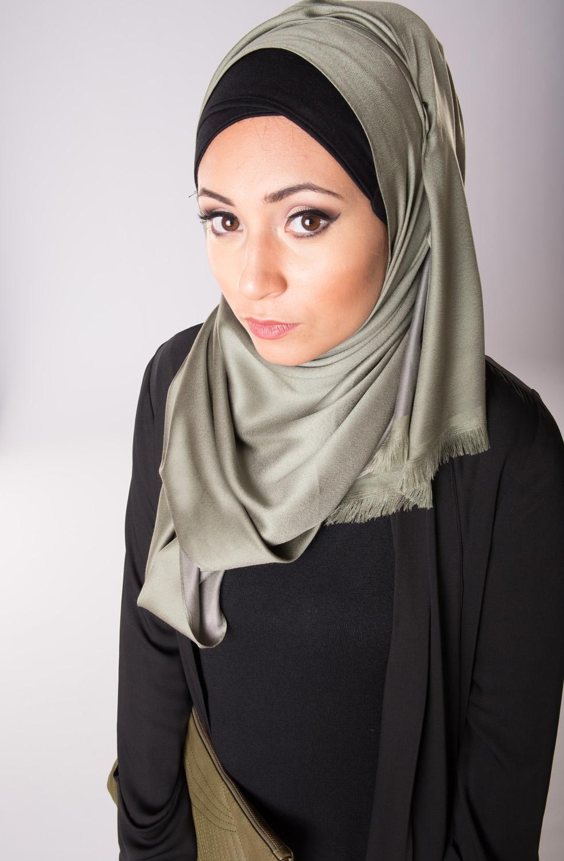 Hijab de soie kaki