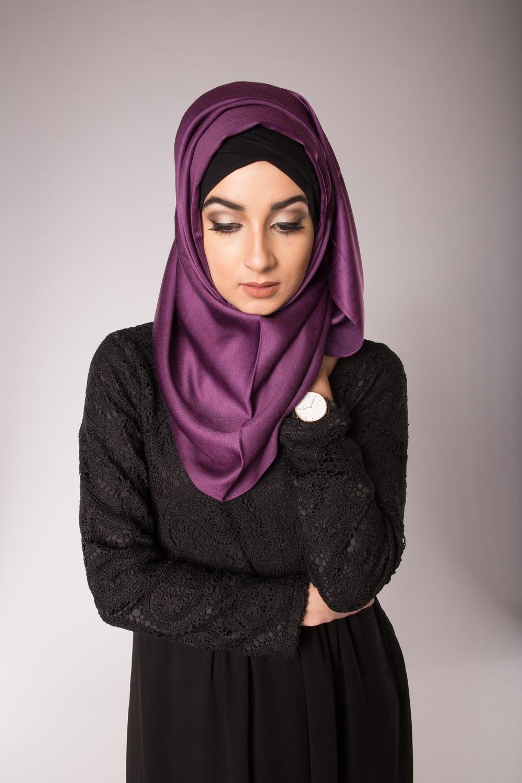 hijab de soie aubergine