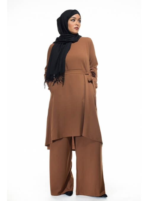 Ensemble modesty brown