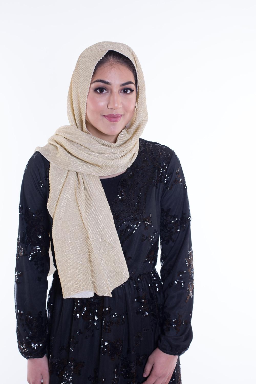 Hijab plissé de fête doré