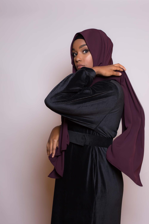 Hijab soie de médine violet foncé